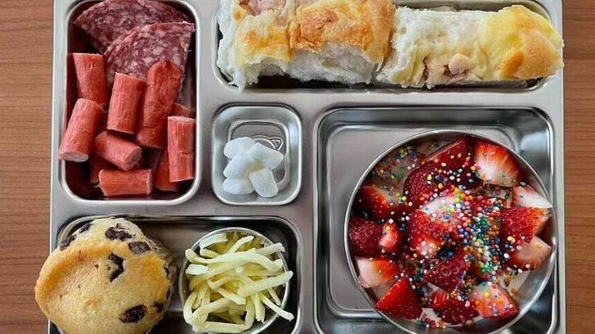 Mum slammed for giving lunchbox full of 'processed' food to five-year-old son