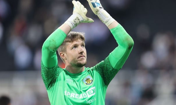Burnley knock Newcastle out after Wayne Hennessey's shootout heroics