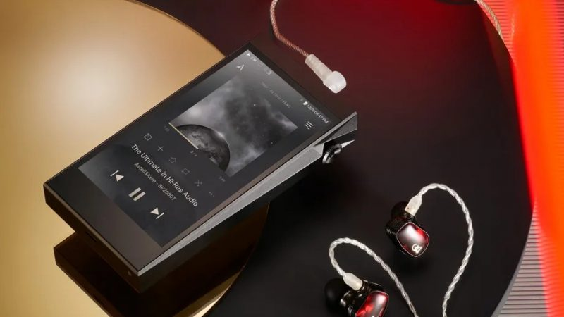 There's a tiny tube amp in this super pricey Astell & Kern music player
